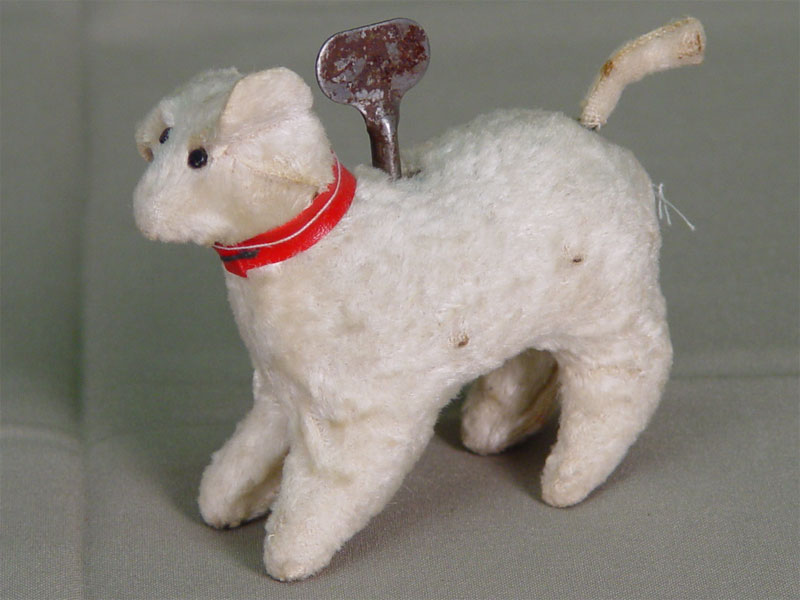 Игрушка заводная механическая «Собачка», середина XXвека, высота— 9см. Механизм исправен
