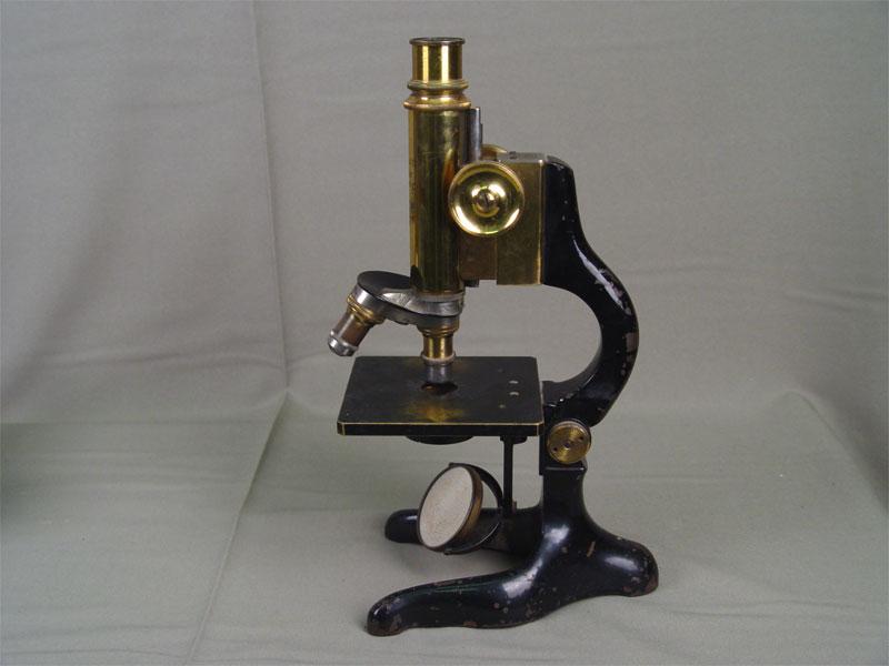 Микроскоп. Западная Европа, Ernst Leitz Wetzlar, начало XXвека, высота— 30см