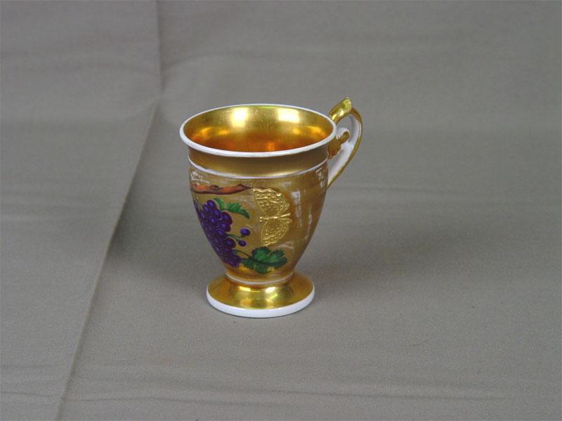 Чашка чайная, фарфор, роспись надглазурная, золочение. Западная Европа, первая половина XIXвека, марки нет