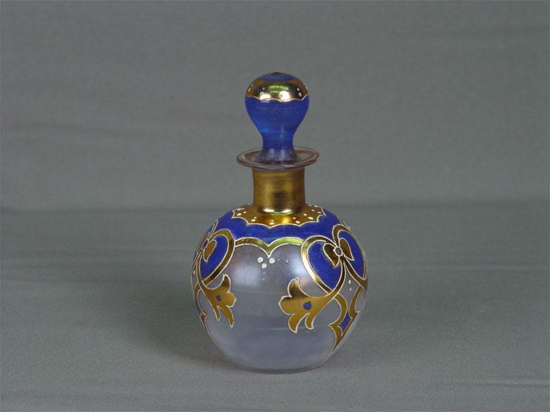 Флакон, стекло, роспись, золочение. Россия, конец XIX— начало XXвека, высота— 14см