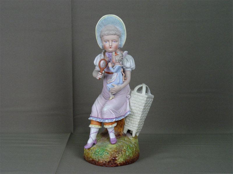 Скульптура «Девочка скуклой», бисквит, роспись. Западная Европа, конец XIX— начало XXвека, высота— 29см. <i>Есть реставрация</i>