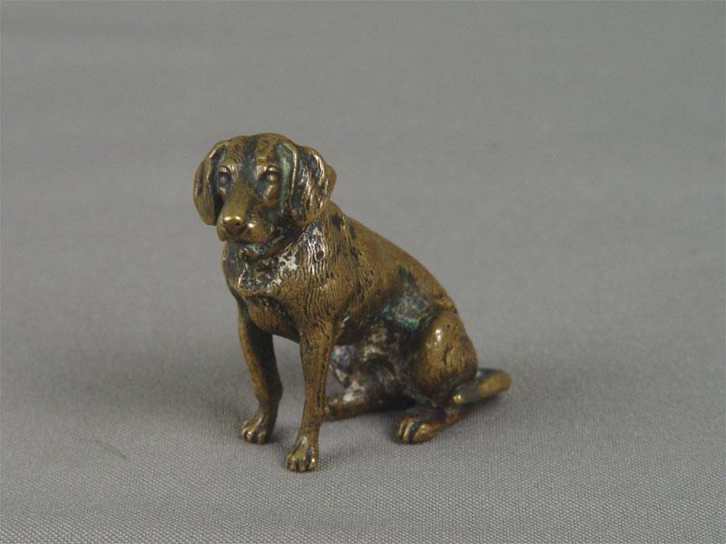 Скульптура «Сидящая собака», бронза, литье, чеканка, покраска. Западная Европа (Вена?), конец XIX— начало XXвека, высота— 4,5см