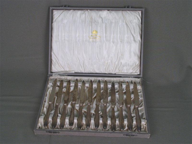 Набор фруктовых ножей вфутляре(12шт.), серебро пореактиву. Швеция, конец XIX— начало XXвека,(есть владельческая монограмма)
