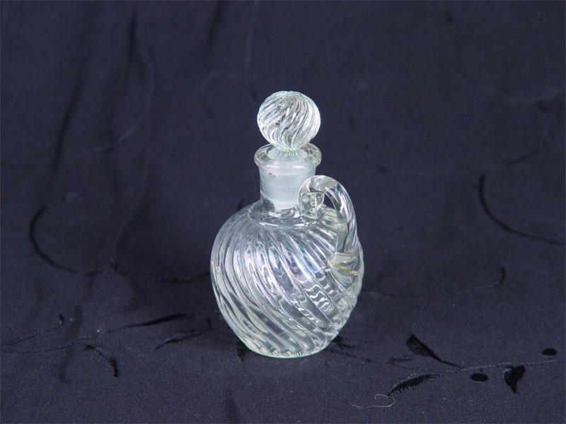 Флакон парфюмерный, стекло. Россия, начало XXвека, высота— 11см