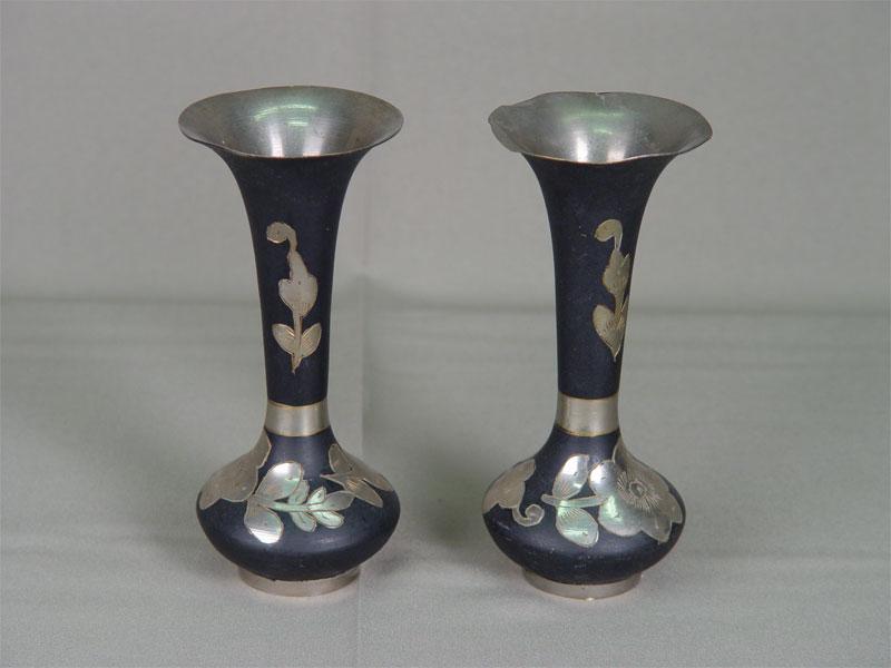 Пара вазочек дляцветов, металл, XXв., высота— 15см