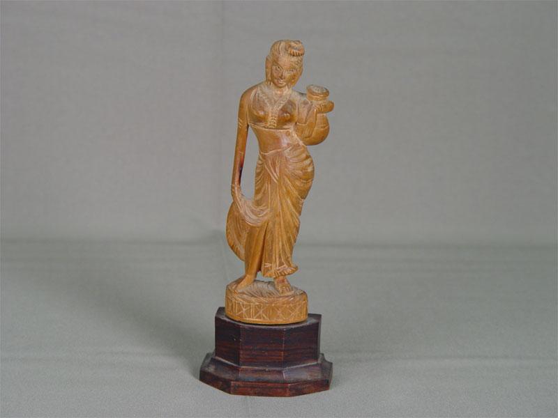 «Женщина скувшином», дерево, резьба. Индия, XXвек, высота— 19см