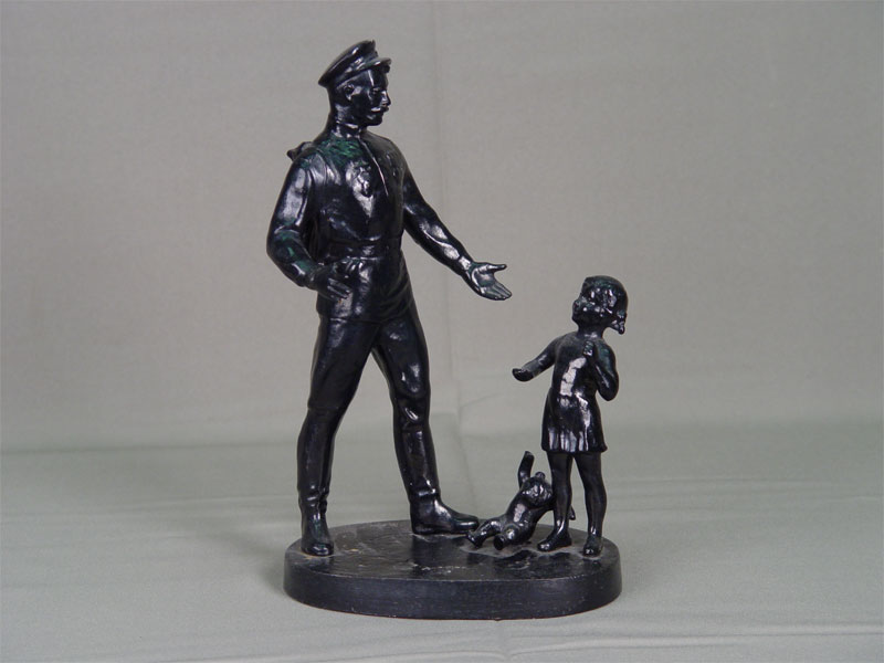 Скульптура «СПобедой!», чугун, литье, покраска. Россия, Касли, 1985год, высота— 26см