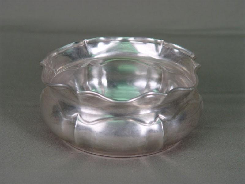 Конфетница, серебро 84пробы пореактиву, вес изд. 151г, диаметр— 12,5см