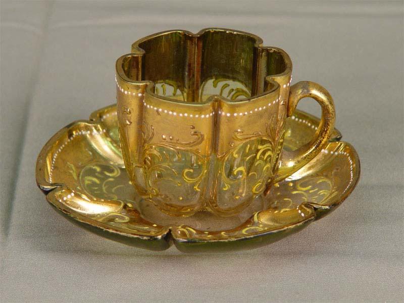 Чашка сблюдцем кофейная, стекло, роспись красками, позолота. Богемия, начало XXвека