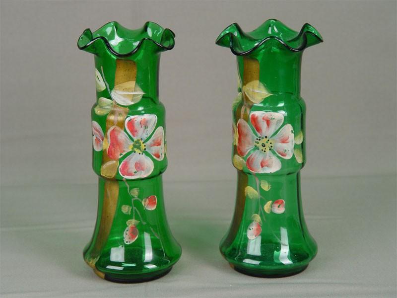 Пара ваз дляцветов, стекло, роспись красками. Россия, начало XXвека, высота— 22см