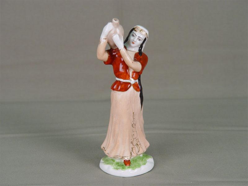 Антиквариат. «Девушка с кувшином», фарфор