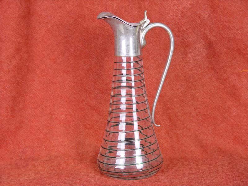 Кувшин, стекло, стеклянная нить; хромированная латунь. Западная Европа, конец XIX— начало XXвека, высота— 28см