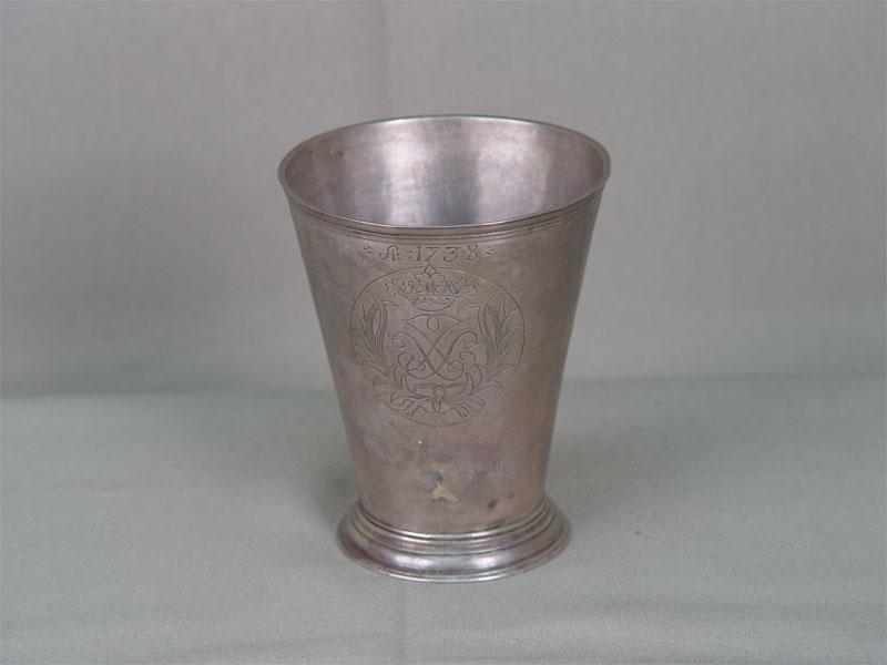 Стопа, серебро пореактиву, клейма: г.Нарва, XVII—XVIIIвека, общий вес— 102,8г, высота— 9,5см