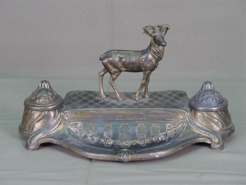 Чернильница, латунь, серебрение. Западная Европа, конец XIX— начало XXвека, 15×25см, высота— 14,5см