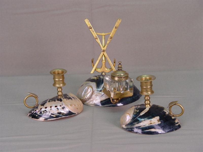 Письменный прибор из3-х предметов, бронза, раковины. Западная Европа, конец XIX— начало XXвека, h max=18см