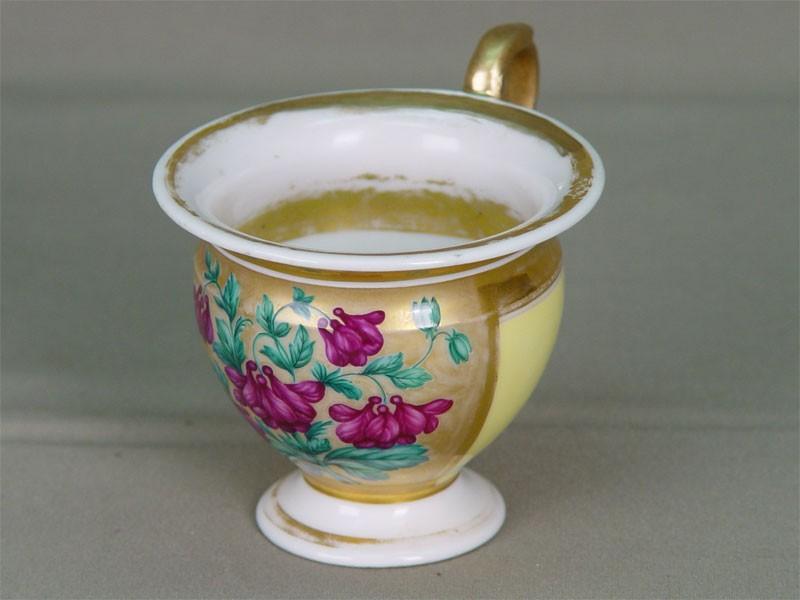 Чайная чашка, фарфор, роспись надглазурная, золочение. Ф-ка Гарднера, нач.XIXв., стиль ампир (есть реставрация).