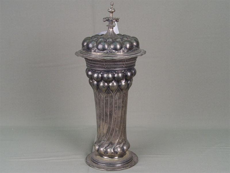 Кубок, серебро 900пробы, позолота. Западная Европа, конец XIXвека, высота— 38см, вес изд.855г