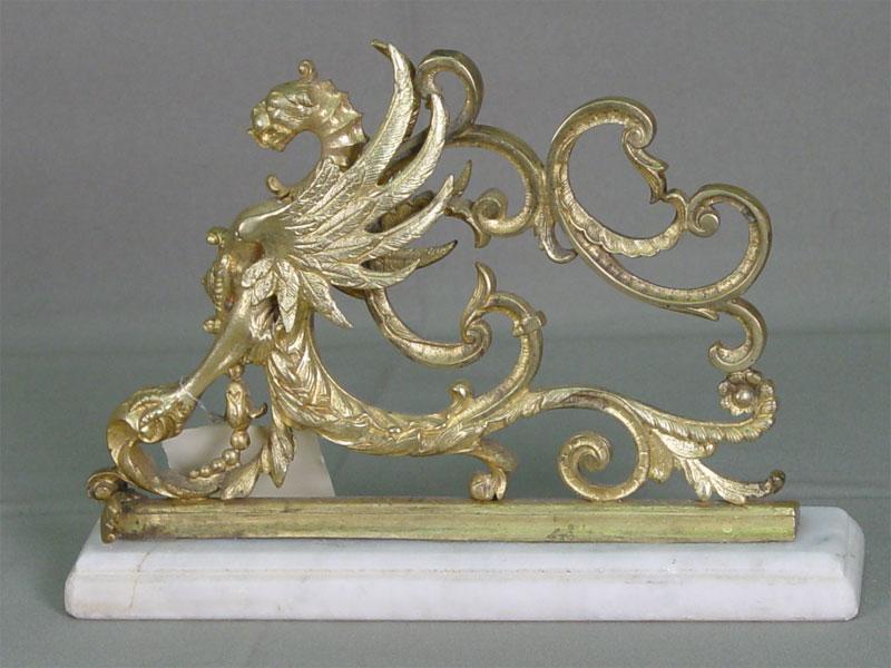 Деталь «Грифон», мраморная подставка. Россия, конец XIX— начало XXвека, длина— 24см, высота— 8см