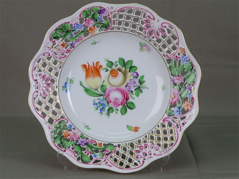 Тарелка-сухарница, фарфор, роспись надглазурная. Венгрия, Herend, XXв., диаметр— 20,5см