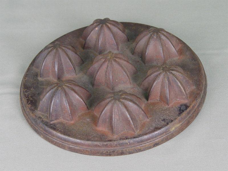 Форма длявыпечки, чугун, литье. Касли, Тепляков, 1888год, диаметр— 21см