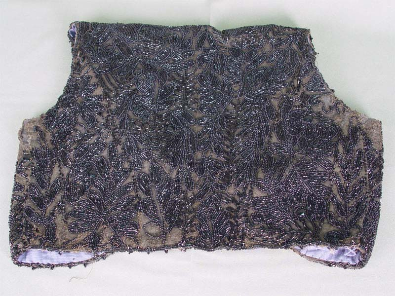 Фрагмент платья, ткань, вышивка бисером истеклярусом. Россия, начало XXвека
