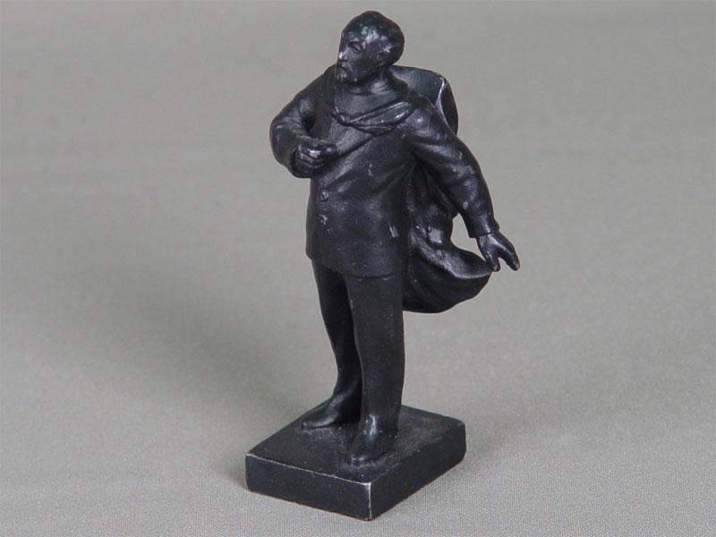 Скульптура «Константин Эдуардович Циолковский», чугун, литье, покраска. Россия, середина XXвека, высота— 10см