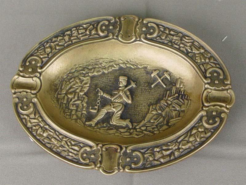 Пепельница «Шахтер», бронза, литье. Западная Европа, начало XXвека, диаметр— 17см