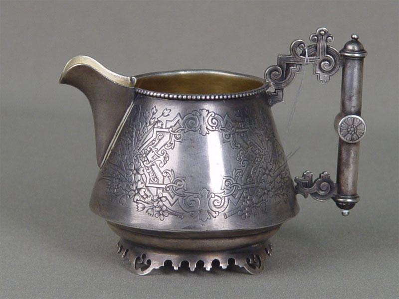 Молочник врусском стиле, серебро 84пробы, гравировка, позолота. Россия, 1892год, клеймо «К.Ф.», общий вес— 110,2г, высота— 8см