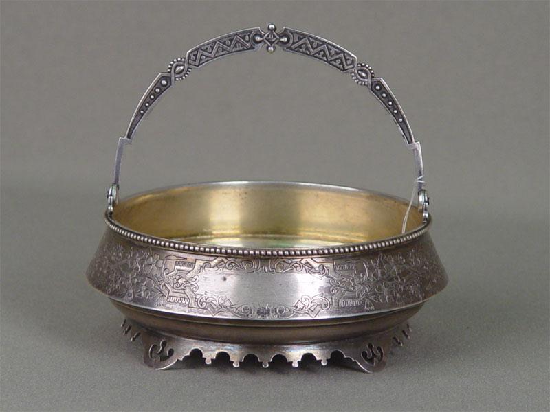 Конфетница, серебро 84пробы, гравировка, позолота. Россия, 1892г, вес изд. 193,3г, диаметр— 12,5см