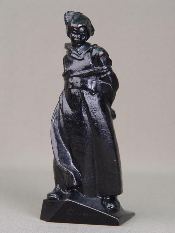 Скульптура «Орленок», чугун, литье, покраска. Касли, 1971год, высота— 17,5см