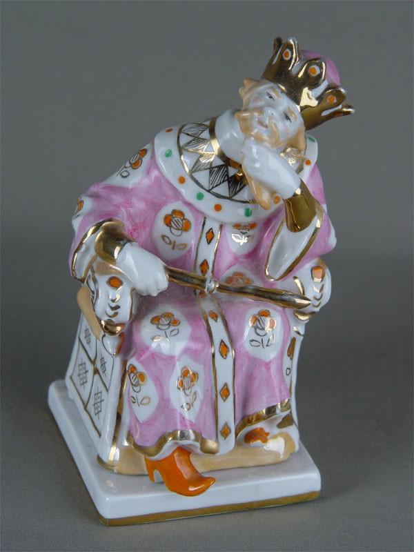 Шкатулка «Царь Додон» изписьменного прибора «Золотой Петушок», фарфор, роспись надглазурная, реставрация. Дулево, 1957г, высота— 15,8см