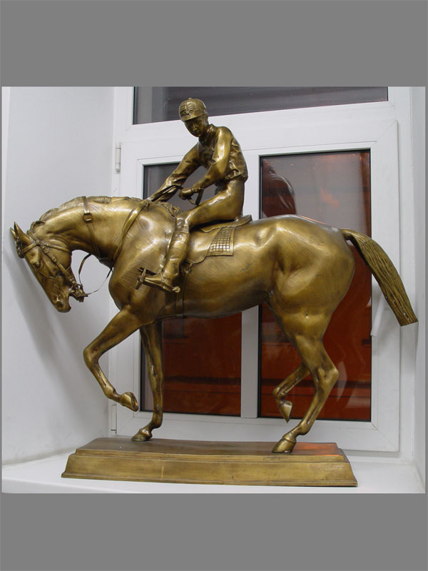 Скульптура «Жокей наконе», бронза, литье, размер: 92×105см