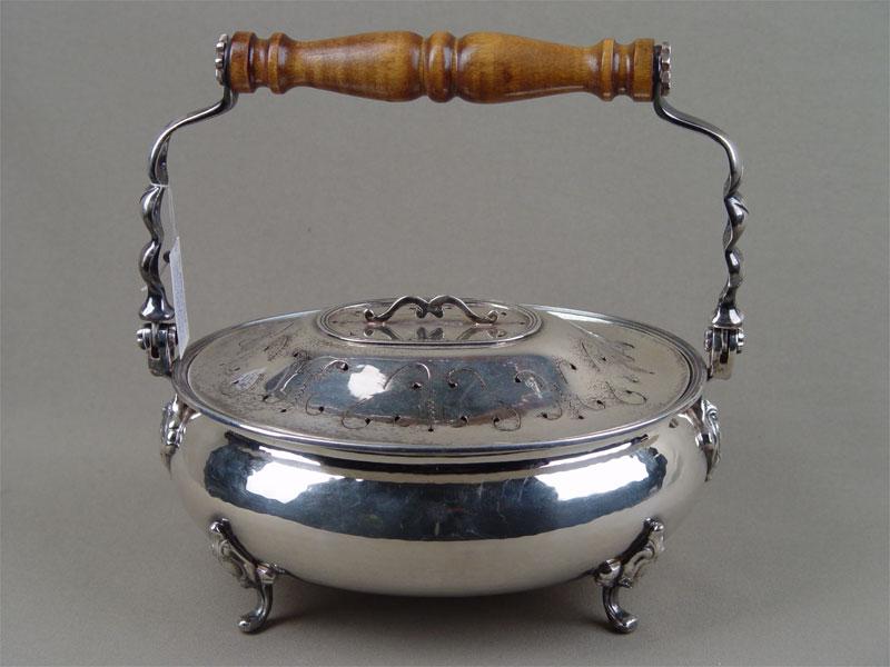 Супница, серебро пореактиву, деревянная ручка. Западная Европа, начало XXвека, вес— 900г, высота— 23,5см