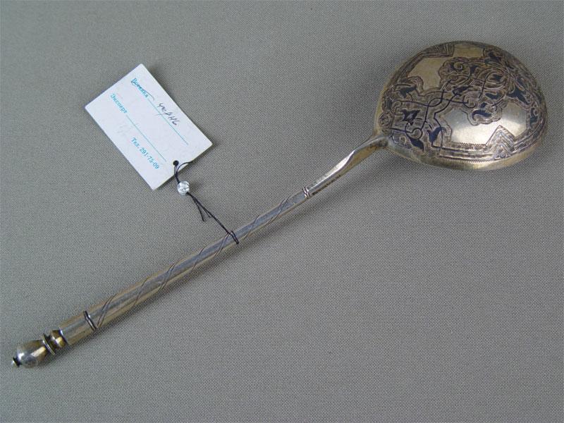 Ложка длякомпота, серебро 84пробы, чернь, позолота. Россия, 1856г, общий вес— 67,2г