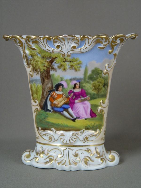 Ваза дляцветов, фарфор, роспись надглазурная. Западная Европа, конец XIXвека, высота— 19,5см