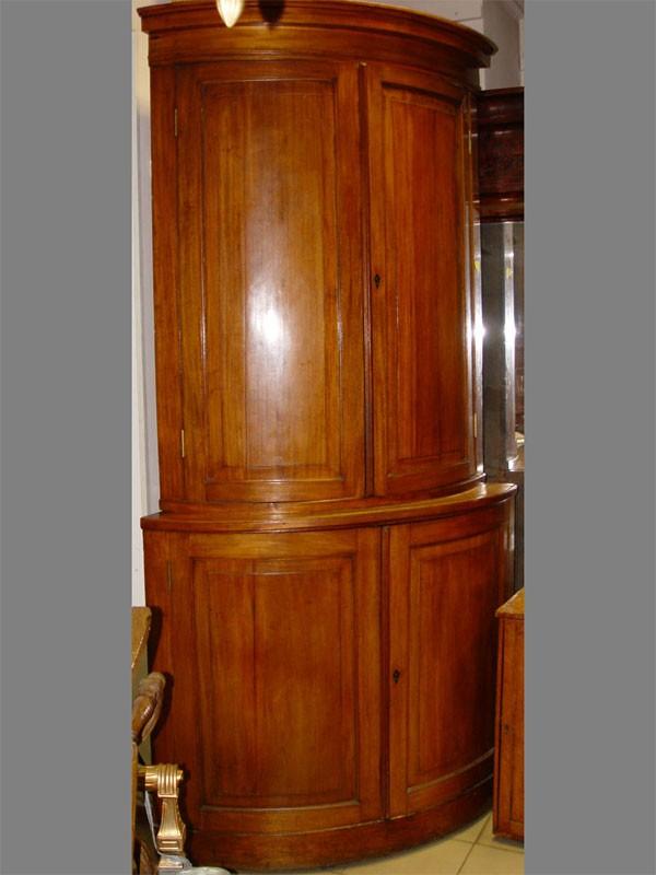 Шкаф угловой циркульный встиле ампир, первая треть XIXвека, Россия высота— 250см.