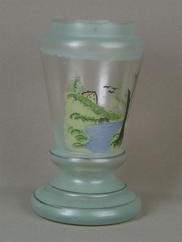 Основание длякеросиновой лампы, стекло, роспись, конец XIX— начало XXвека, высота— 23см
