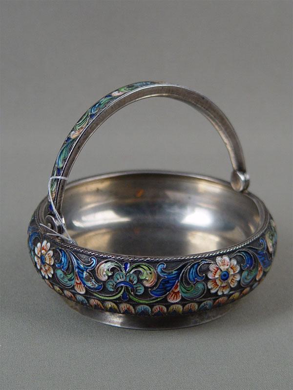 Конфетница, серебро 916пробы, полихромная перегородчатая эмаль, общий вес— 129г, диаметр— 9,5см