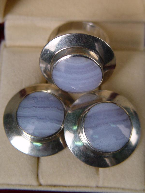 Комплект: серьги икольцо, серебро 925пробы, общий вес— 22,9гр; агат, размер кольца 18,5