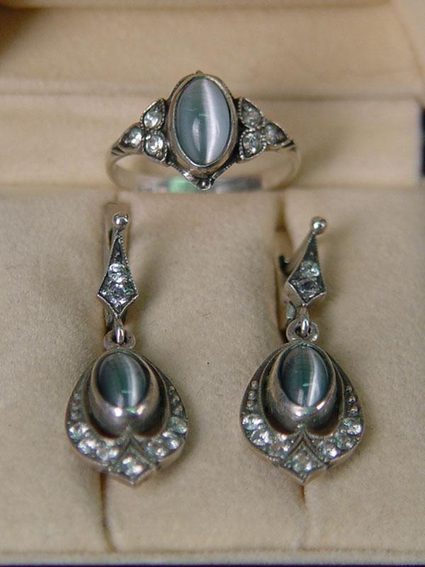Комплект серьги икольцо, серебро 875пробы, общий вес— 9,1гр; стекло, фианиты, размер кольца 18,25
