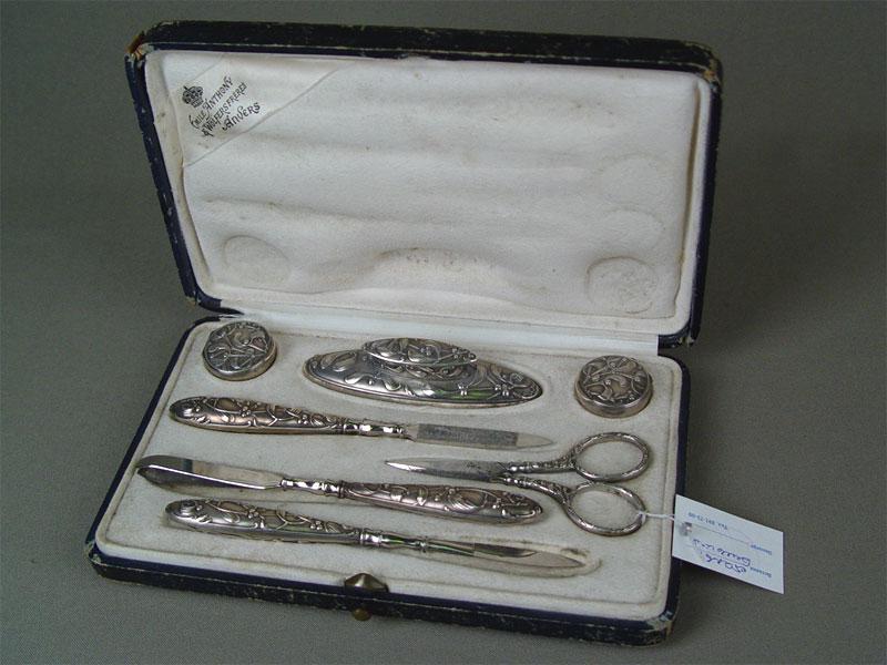 Дамский маникюрный набор, серебро пореактиву, сталь. Западная Европа, конец XIX— начало XXвека