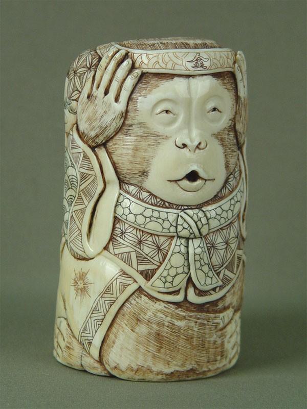 «Обезьяна», кость, резьба. Китай, начало XXвека, высота— 13,3см
