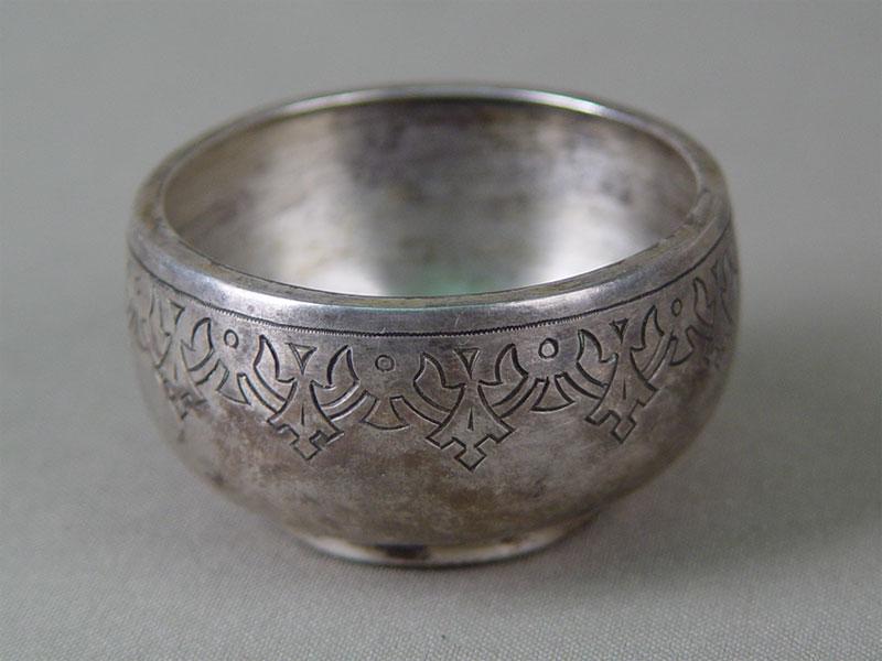 Солонка, серебро 84пробы, гравировка, 1880-е гг, диаметр— 5см, общий вес— 35,8г