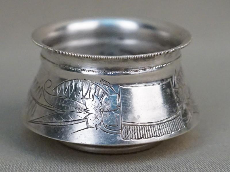 Солонка, серебро 84пробы, гравировка, 1895г, диаметр— 6см, общий вес— 29,8г