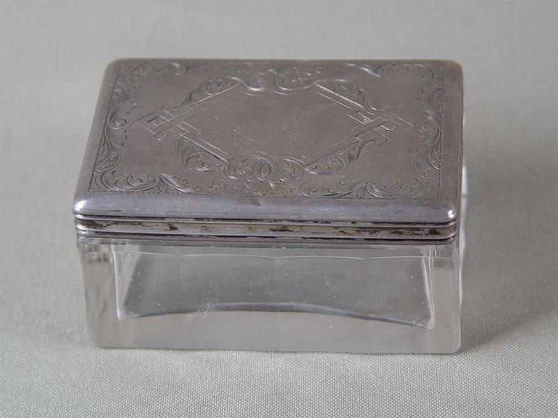 Шкатулка, серебро 84пробы, гравировка; стекло (скол). Россия, 1854г, 7×5×3,5см