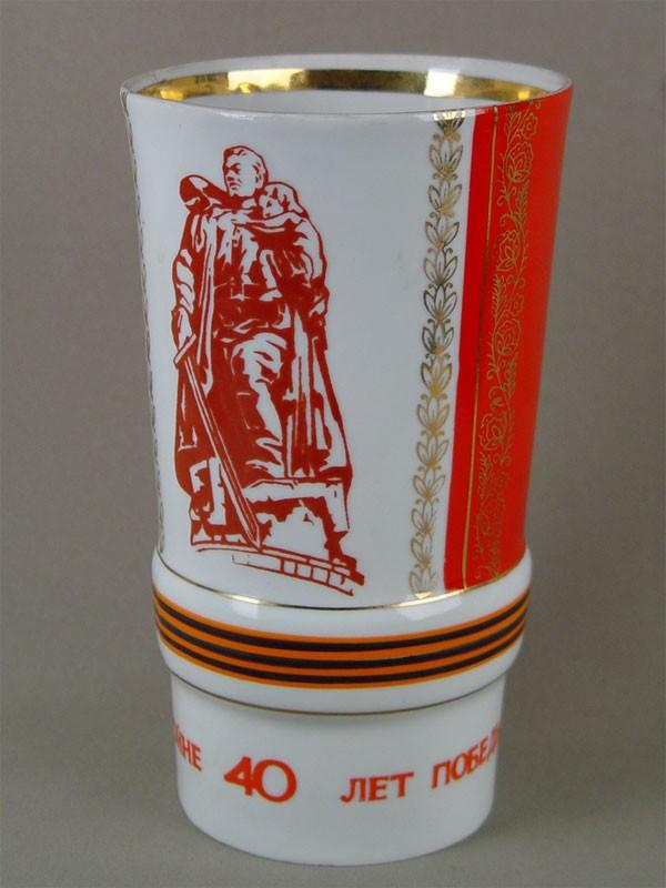 Ваза дляцветов «40-летие Победы», фарфор, деколь. Барановский фарфоровый завод, высота— 22см