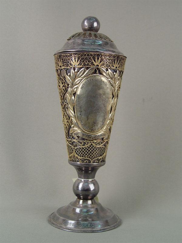 Кубок «Переходящий приз пофехтованию», металл, скань, высота— 33см, 1950-е гг.