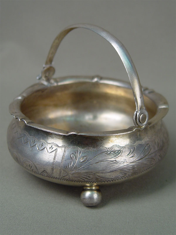Конфетница, серебро 84проба, гравировка, общий вес— 181г, диаметр— 11,2г
