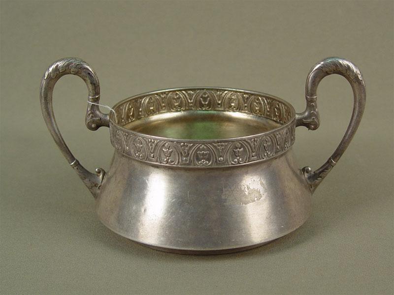 Конфетница, серебро 84пробы, общий вес— 225г, диаметр— 12см