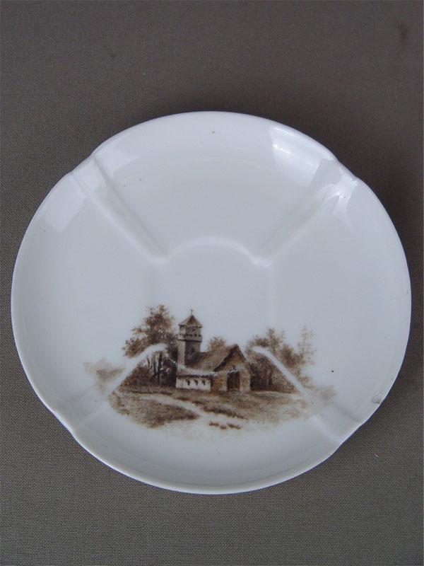 Блюдце «Башня», фарфор, роспись надглазурная, XIXв., диаметр— 12,5см